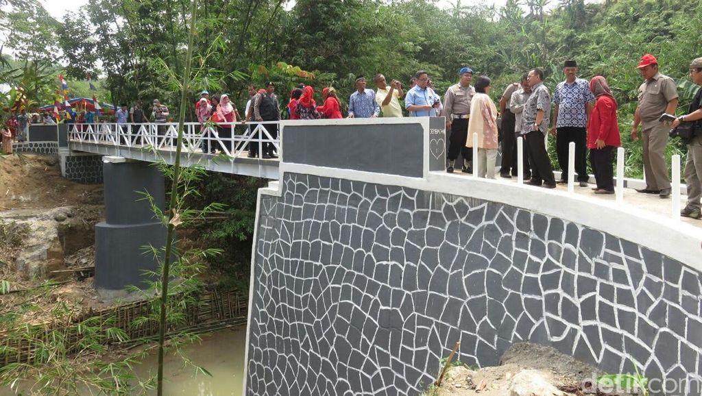 Setelah 10 Tahun, Desa di Lebak Ini Akhirnya Punya Jembatan Permanen