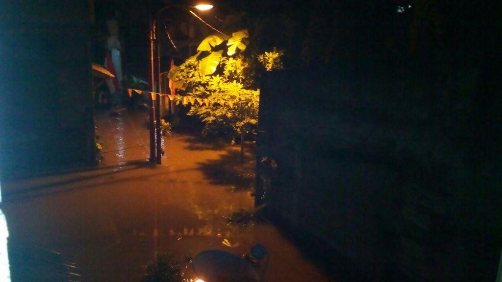 Kali Krukut Meluap, Rumah-rumah di Petogogan Jaksel Terendam Banjir