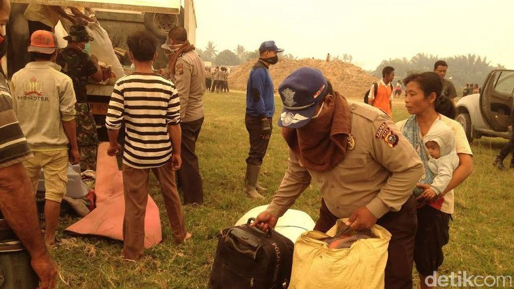 Dikepung Asap Kebakaran Lahan, Warga di Riau Terpaksa Mengungsi