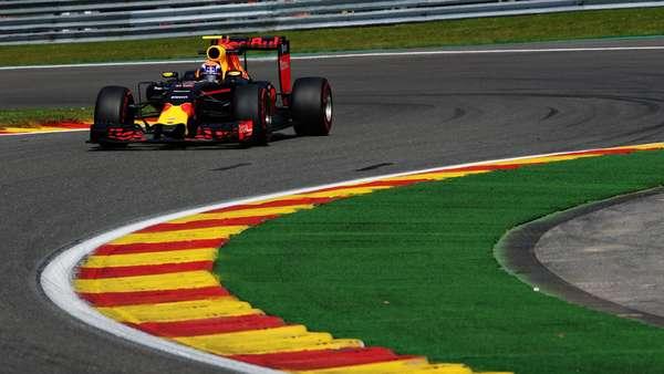 Verstappen Waspadai Performa Mercedes yang Sesungguhnya