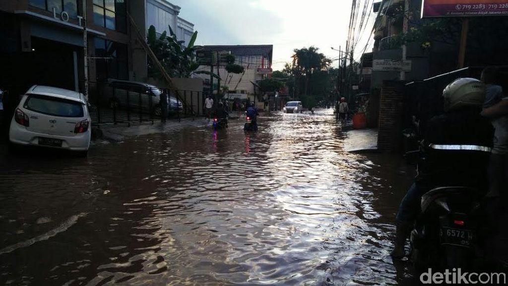 Ruas Jl Kemang Selatan Tergenang 30 Cm, Mobil Diminta Tak Melintas