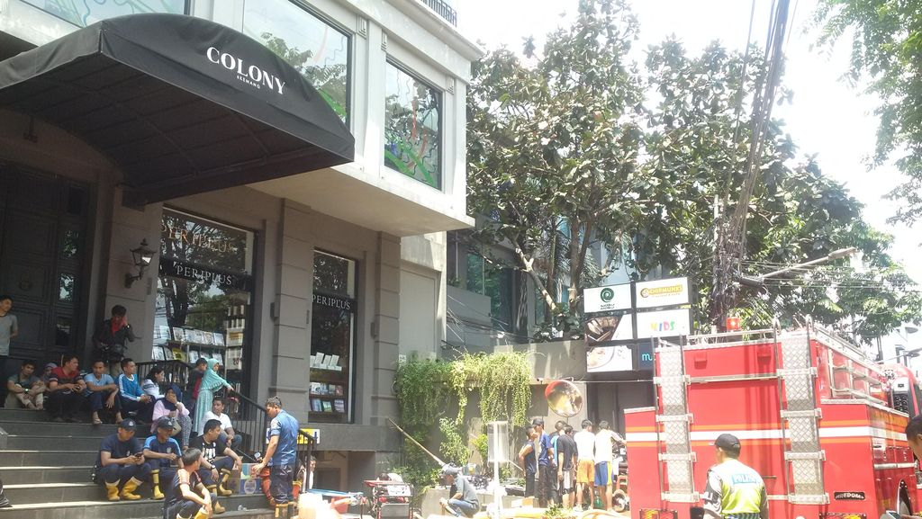 Dari Kemang Square, Petugas Sedot Air di Basement di Gedung Colony Kemang