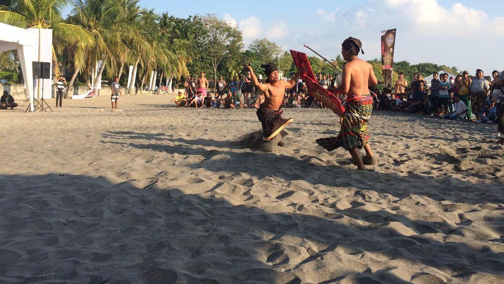 Melihat Tarung Peresean yang Jadi Budaya Khas Lombok