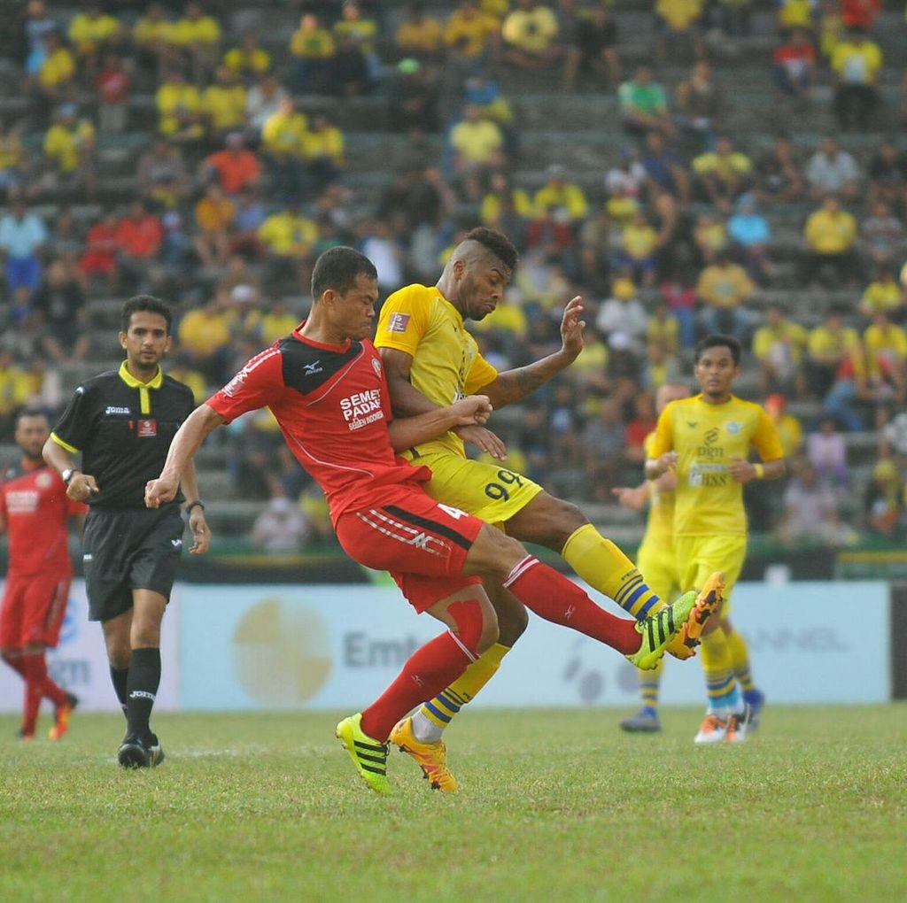 Gresik United dan Semen Padang Berbagi Angka