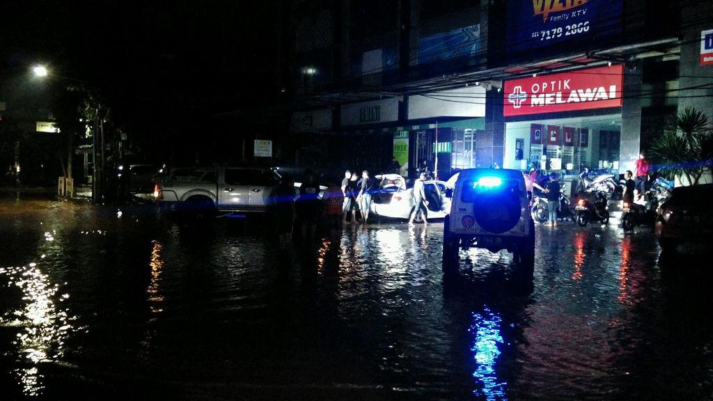 Banjir di Jalan Kemang Raya Sudah Surut, Motor Bisa Melintas