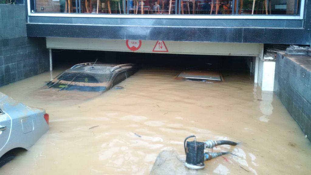 Air di Basement Kemang Square Disedot, Atap Mobil yang Terendam Mulai Tampak