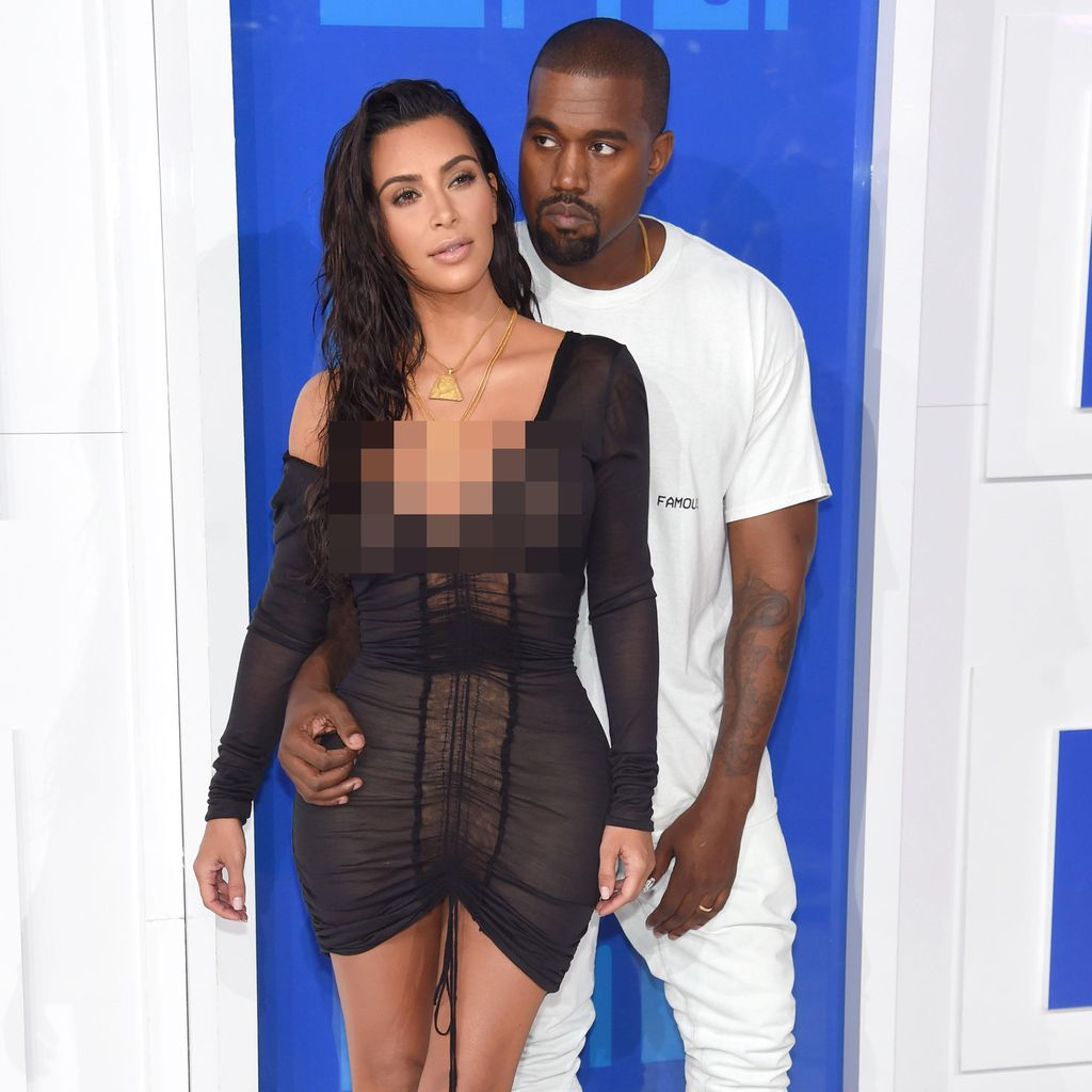 <i>Hot Couple</i>! Kanye West dan Kim K Tampil <i>Black and White</i> di VMA 2016