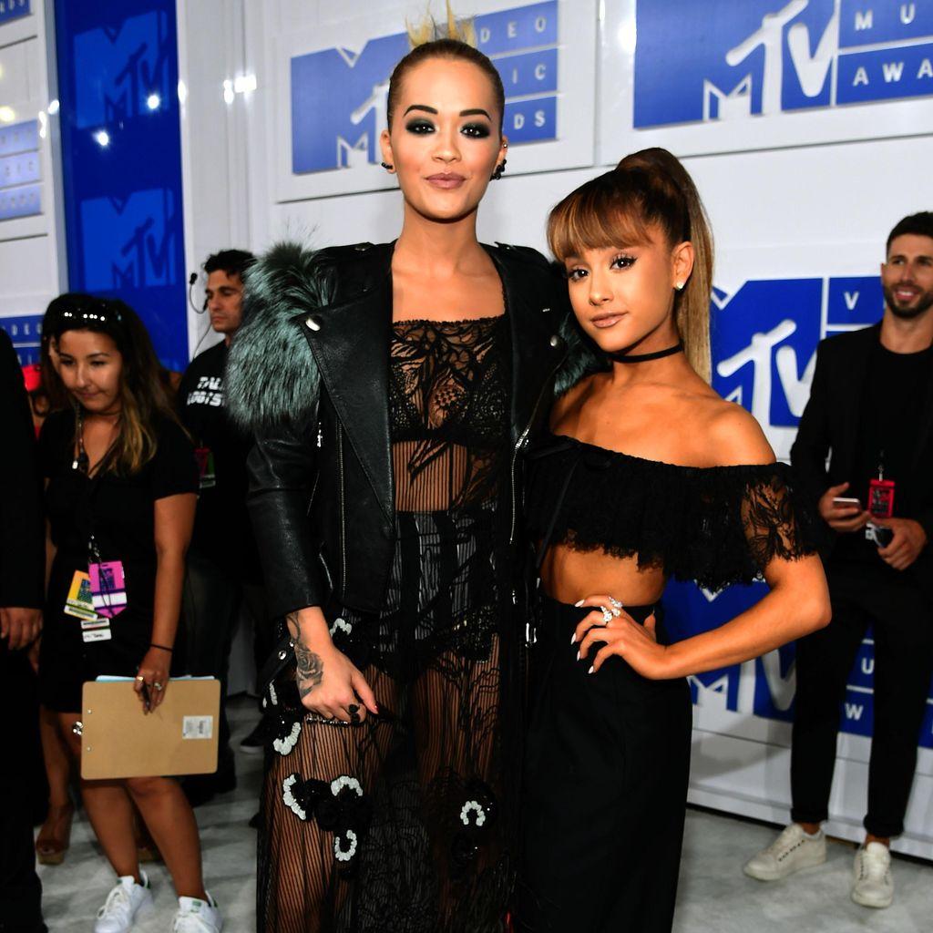 <i>Double Trouble</i>! Gaya Seksi Rita Ora dan Ariana Grande di VMA 2016