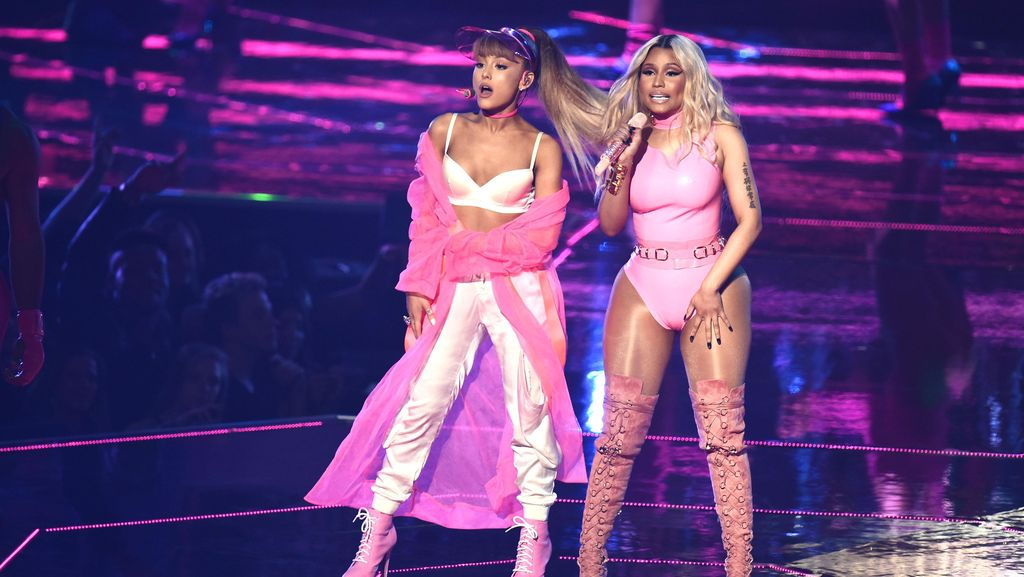 Duo Hot! Ariana Grande dan Nicki Minaj di MTV VMA 2016