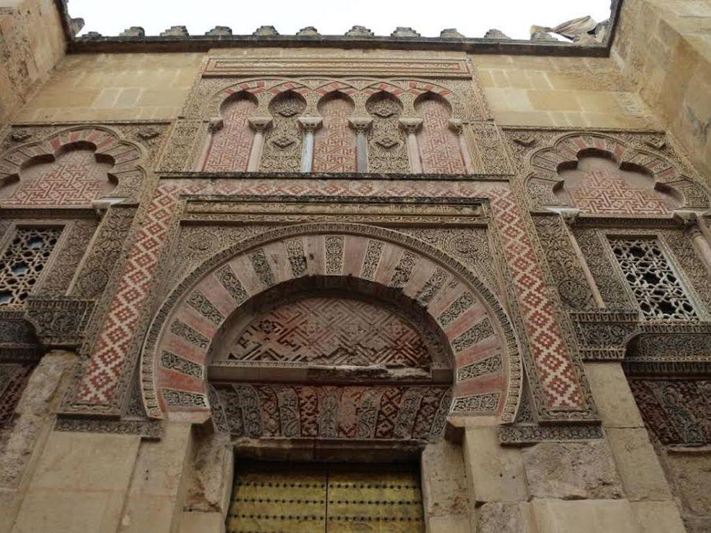 Uniknya Mezquita de Cordoba, dari Gereja Jadi Masjid, Jadi Gereja Lagi