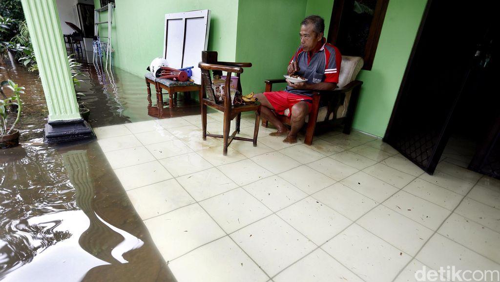 Pak Ahok Tolong, Warga Ciracas Sudah 2 Hari Terendam Banjir!