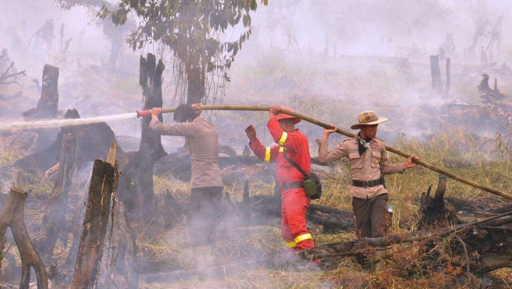 Rembetan Kebakaran Lahan, 30 Barak Pekerja di Riau Ludes Terbakar