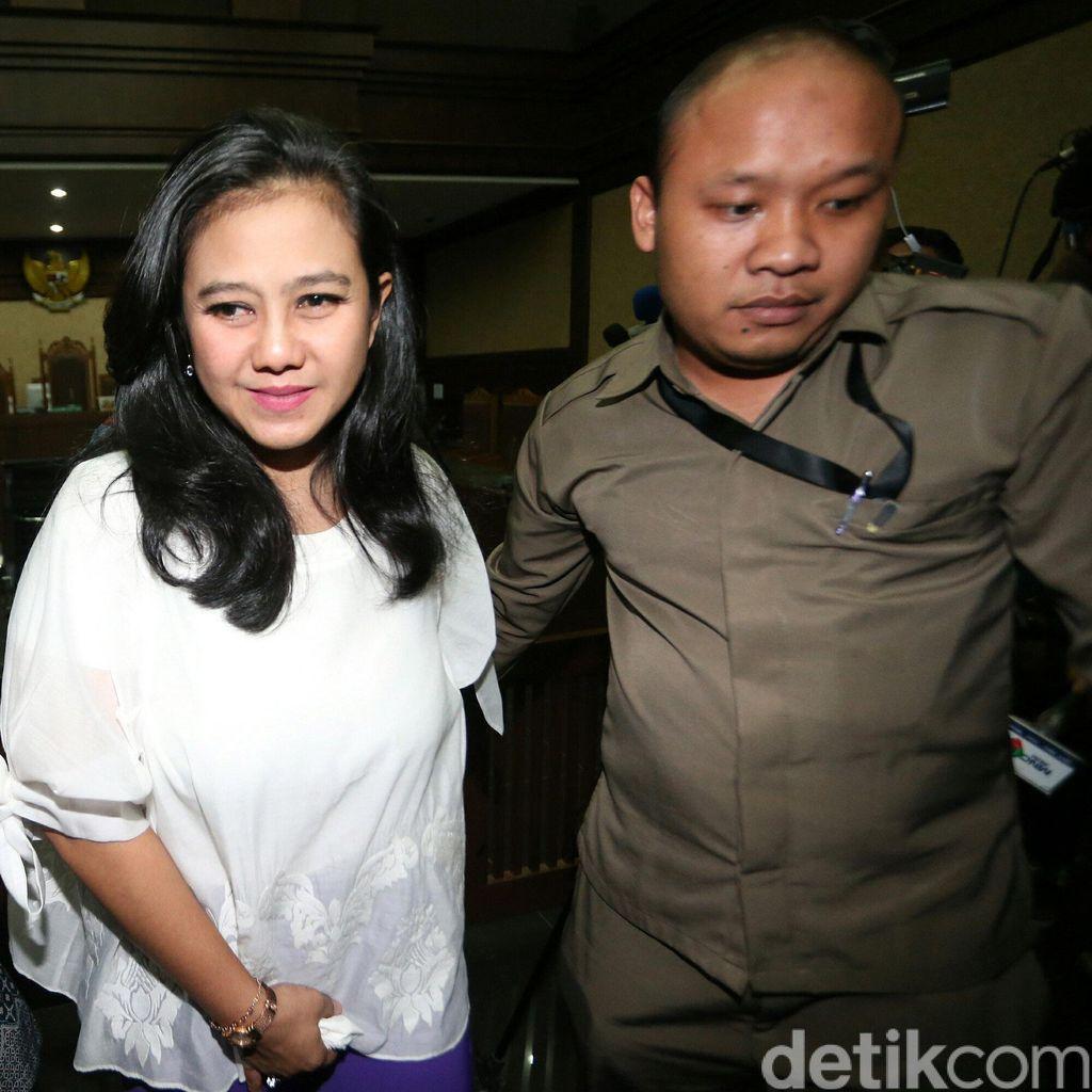 Hakim Tolak Tuntutan Jaksa yang Minta Hak Politik Damayanti Dicabut
