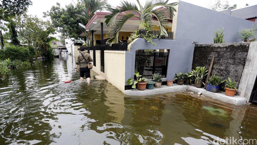 Warga Ciracas 2 Hari Terendam Banjir, Ahok: Karena Dam Jebol