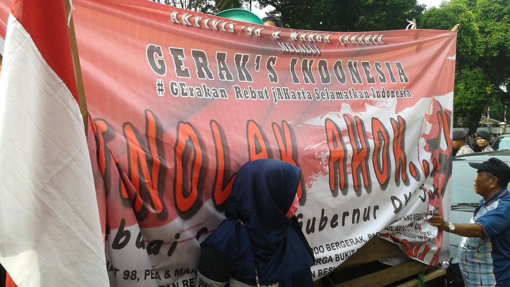 Puluhan Orang Anti Ahok Demo Kantor DPP PDIP