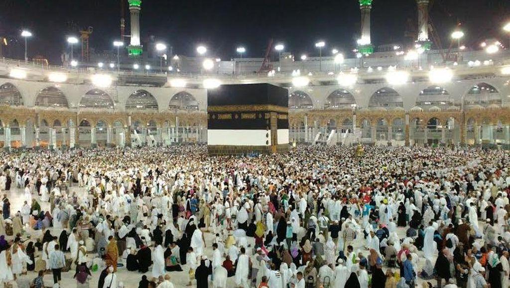 Jemaah Padati Masjidil Haram, Perhatikan Arus Keluar Masuk di Jam Salat