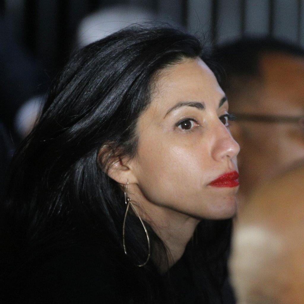 Suaminya Terjerat Skandal Seks, Ajudan Hillary Clinton Bercerai