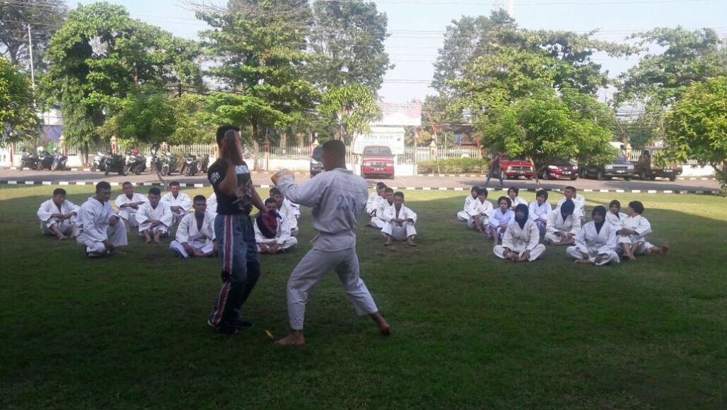 Cegah Arogansi Anggota, Polres Kendal Berikan Latihan Muay Thai