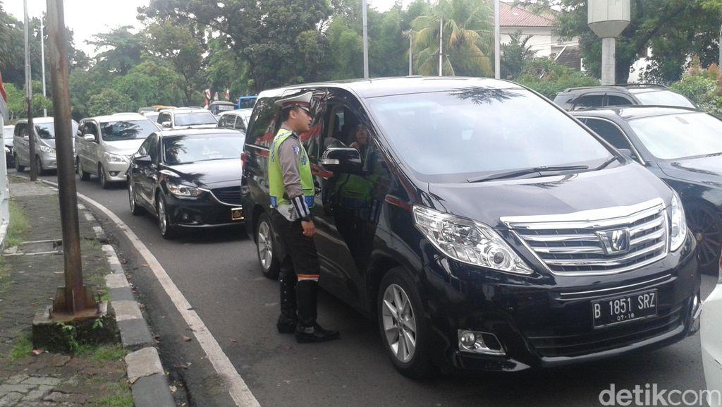 Hari Pertama Aturan Ganjil Genap, Lalin di Bundaran Senayan Ramai Lancar
