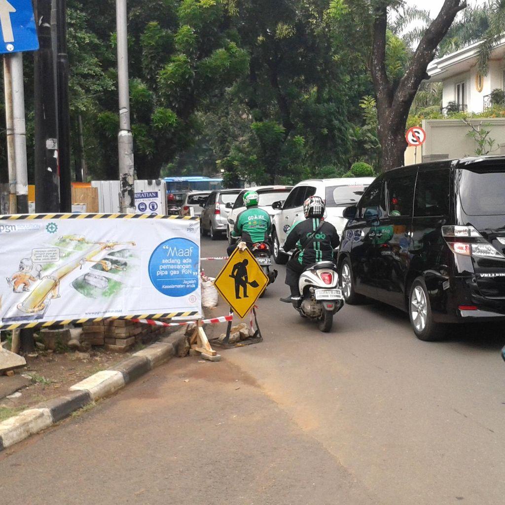 Rute-rute Alternatif Ganjil Genap di Jl Sisingamangaraja ini Macet 1,5 Km