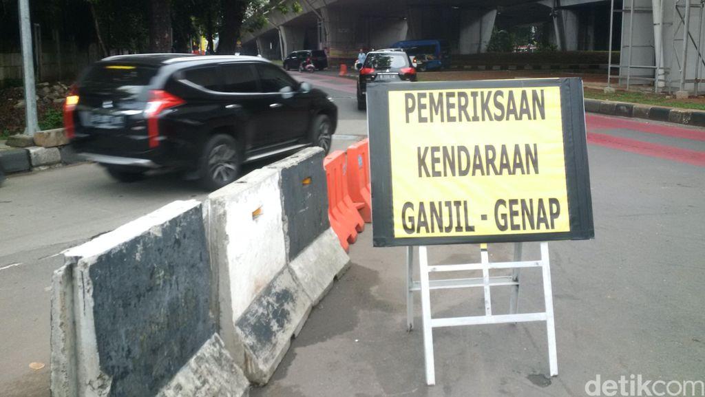 Banyak Mobil Pelat Ganjil Melintas Sebelum Pukul 07.00 di Simpang Kuningan