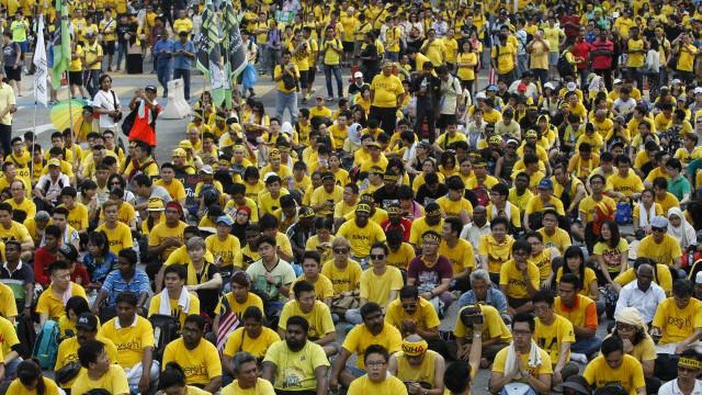 Pengadilan Malaysia: Larangan Kaos Kuning Simbol Protes Pemerintah Tak Masuk Akal
