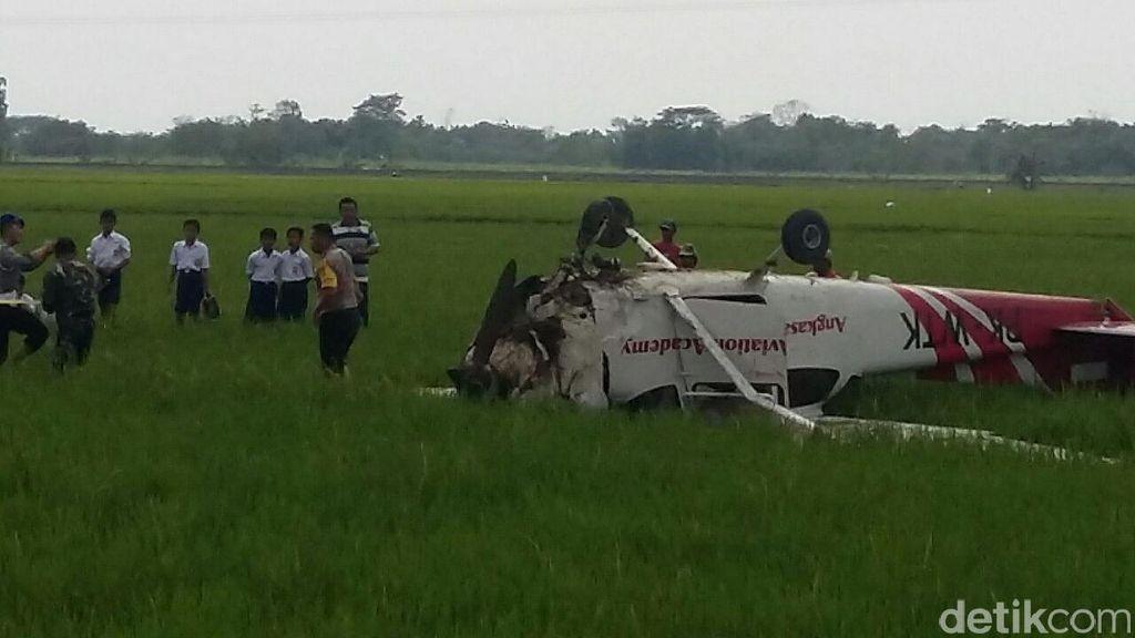 Video Pesawat Cessna Jatuh di Sawah