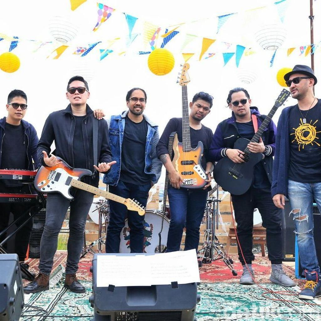 Libatkan Fans, Alexa Syuting Vidio Klip Brighter As One di Rooftop