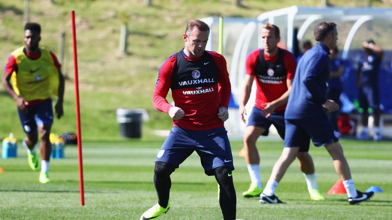 Peluang Rooney Menyamai Beckham Serta Shilton