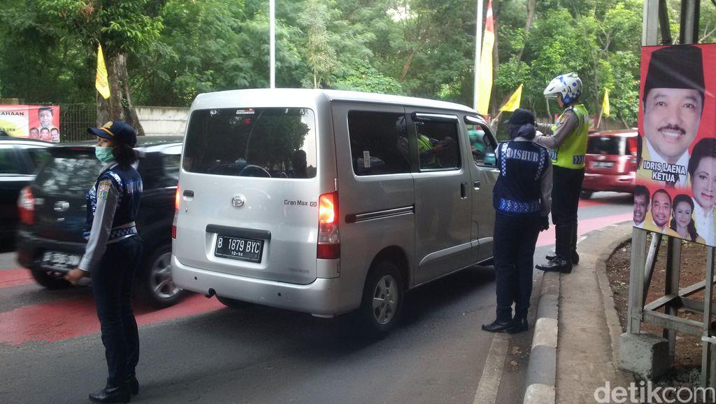 Empat Mobil Kena Tilang di Wilayah Kuningan, Arus Lalin Masih Lancar