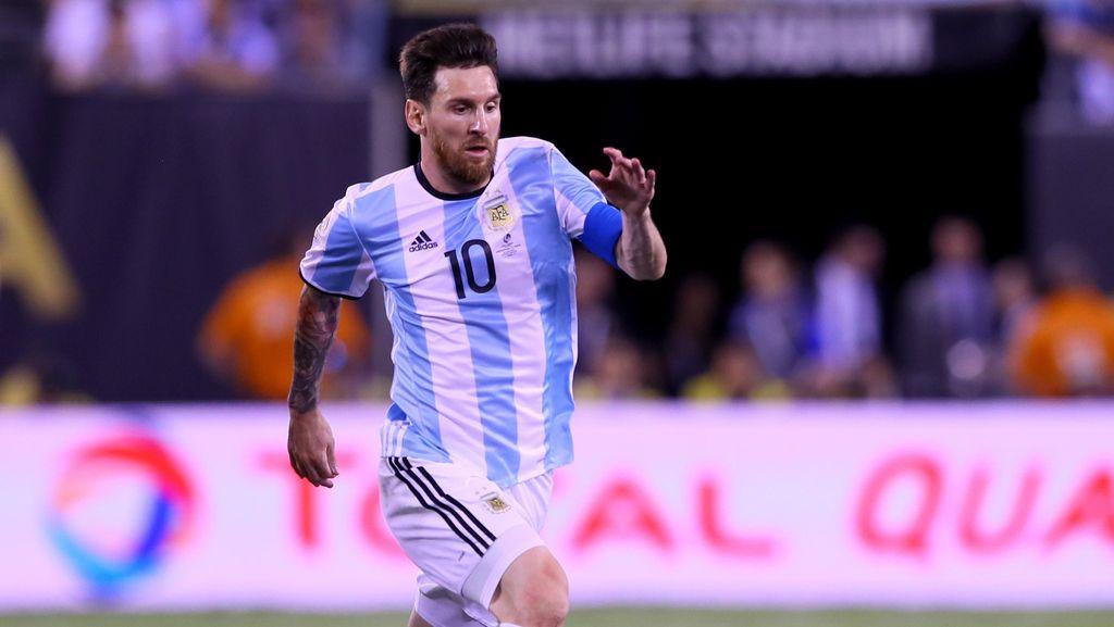 Mascherano: Akan Jadi Dosa jika Messi Tetap Pensiun dari Timnas