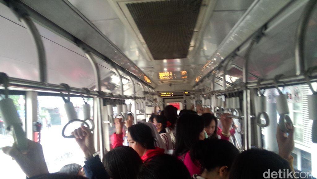 TransJ Masih Berjubel di Jam Sibuk, Warga Minta Armada Ditambah