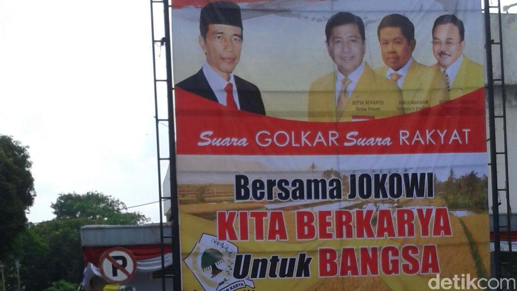 Ada Baliho Bergambar Jokowi dan Petinggi Golkar di Kantor Slipi