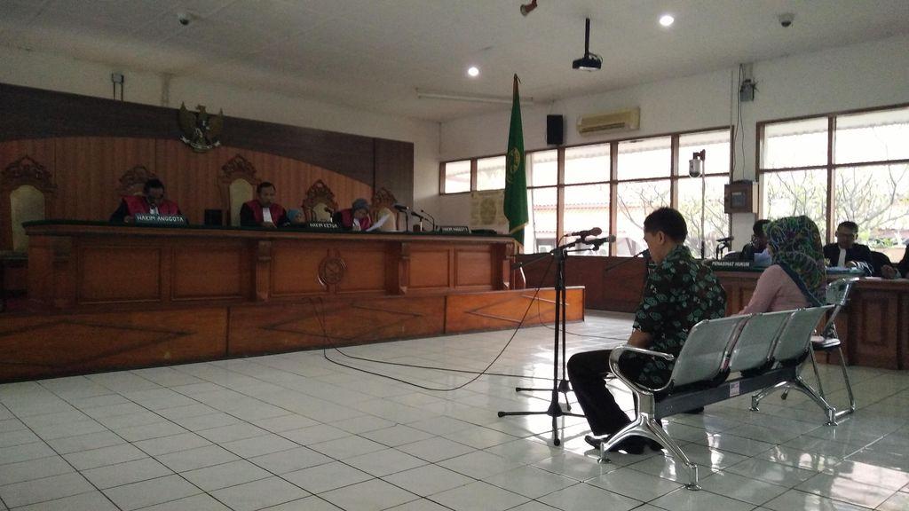 Didakwa Terima Suap dari Bupati Ojang, Dua Jaksa Terancam 15 Tahun Penjara