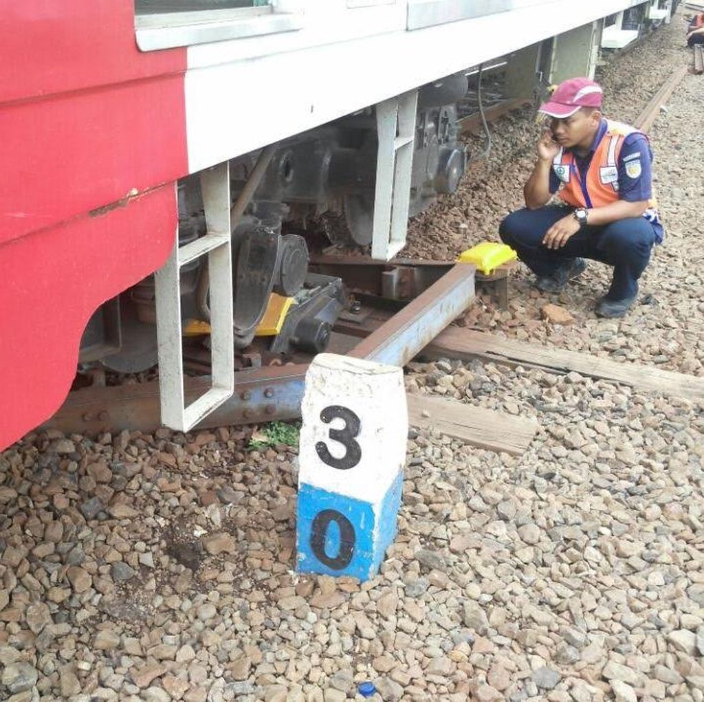 Commuter Line Anjlok di Dekat Kota: Penumpang Selamat dan Terjadi Antrean Kereta