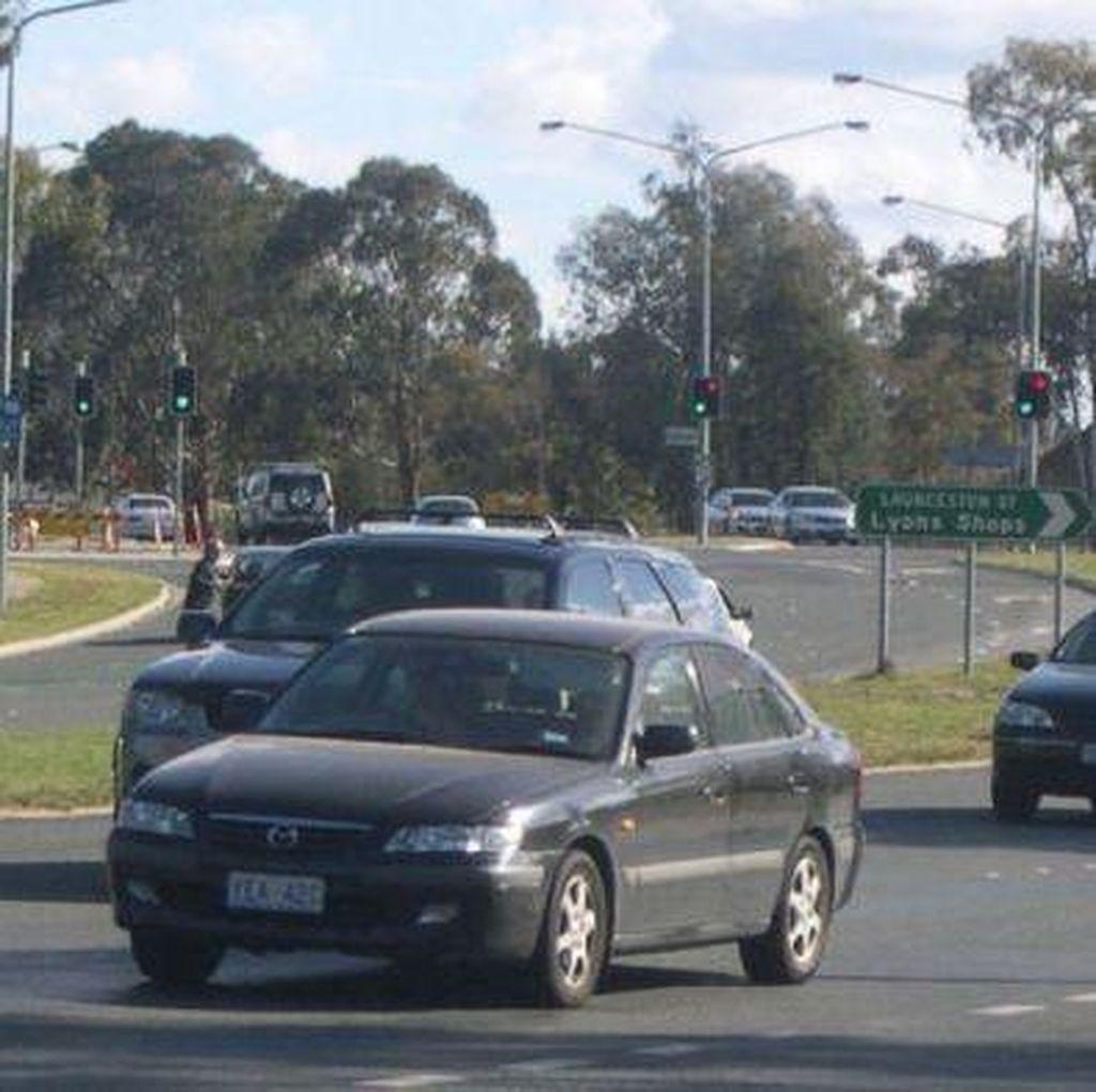 Kirim SMS Sambil Mengemudi di Canberra Didenda Rp 5 Juta