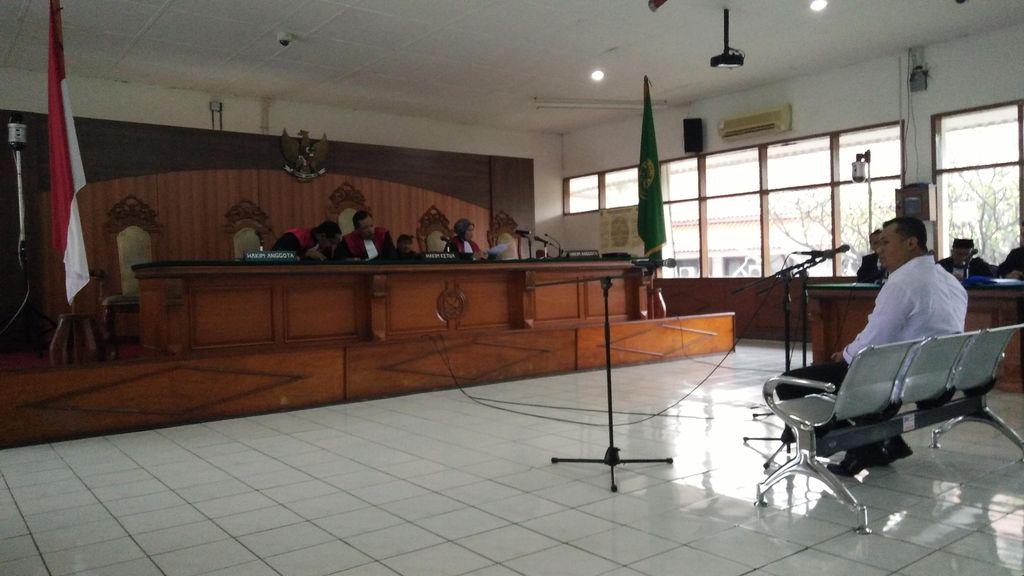 Didakwa Gratifikasi dan TPPU Senilai Rp 60 M, Bupati Ojang Terancam 20 Tahun Penjara