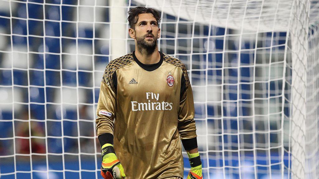 Tinggalkan Milan, Diego Lopez Gabung Espanyol