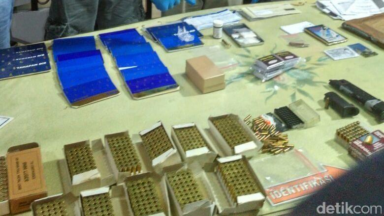 Isi Brankas Sakti Aa Gatot: Ratusan Amunisi, Butiran Kristal Diduga Sabu dan Obat Kuat