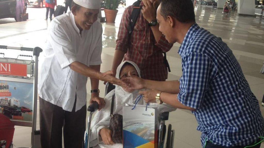 Hari Pelanggan Nasional, Bandara Cengkareng Bagi Tiket Damri hingga Coklat Gratis!