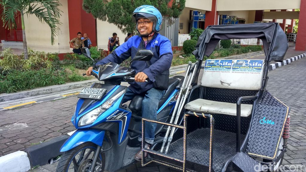 Ketika Wisatawan Mancanegara Jadi Pelanggan Para Driver Ojek Difabel di Yogya