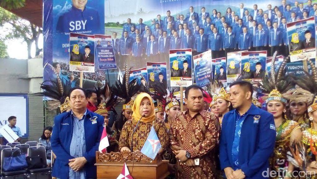 DPP Partai Demokrat Serahkan Rekomendasi ke 2 Paslon Bupati di Kalteng
