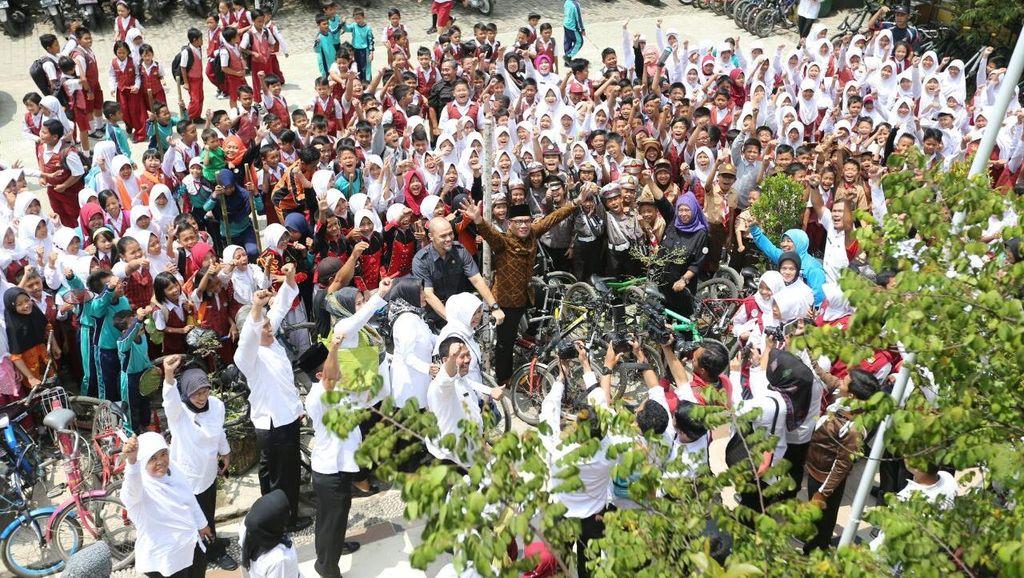 Ridwan Kamil Klaim Kampanye Bersepeda ke Sekolah di Bandung Terbukti Efektif