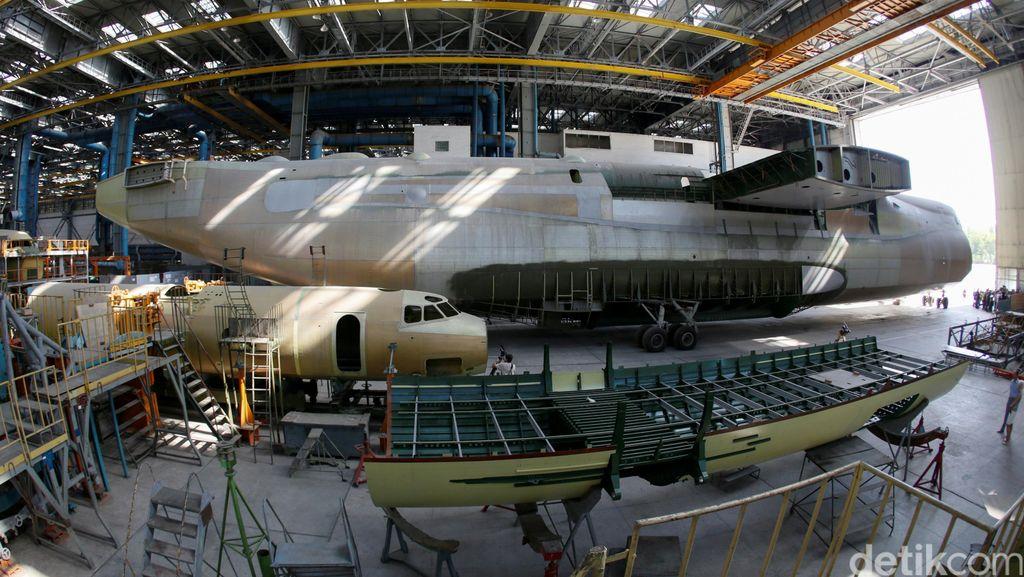 Melihat Pembuatan Pesawat Kargo Terbesar Dunia
