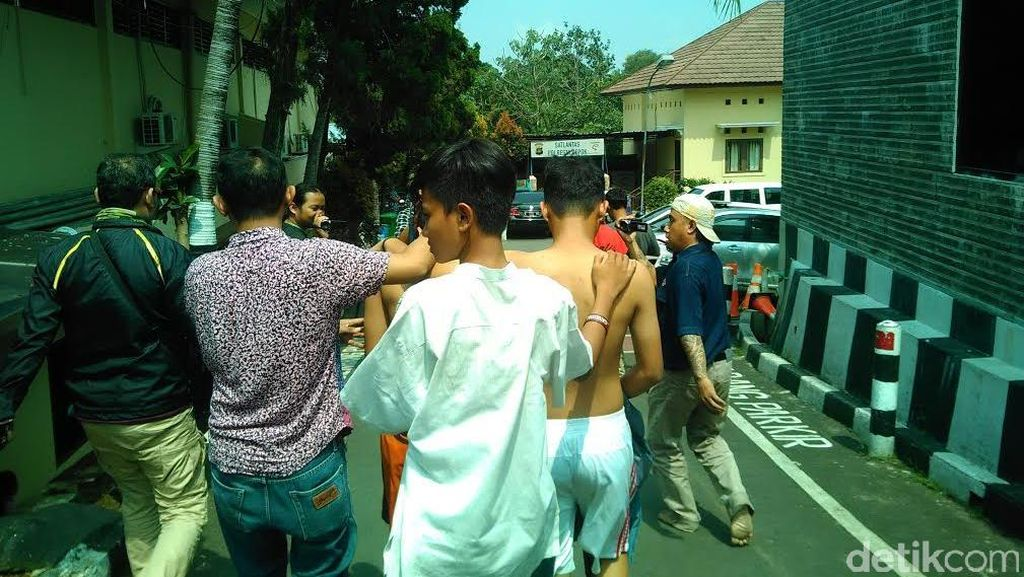 Para Pelajar ini Bawa Sajam: Tak Mau Disuruh Bubar Malah Keroyok Polantas di Depok