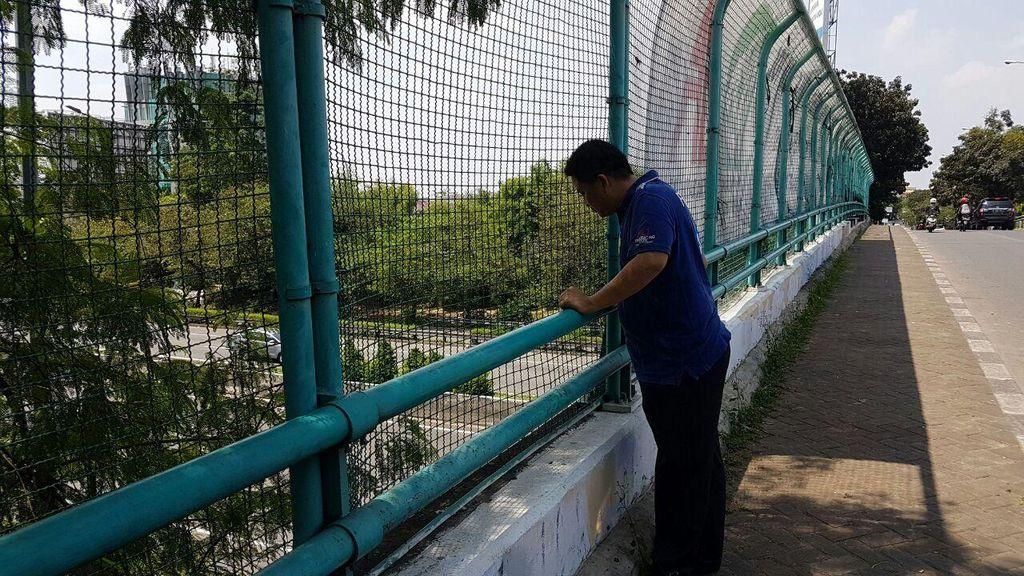 Pakai Baju Koko dan Sarung, Pria yang Lompat di Tol Meruya Diduga Bunuh Diri