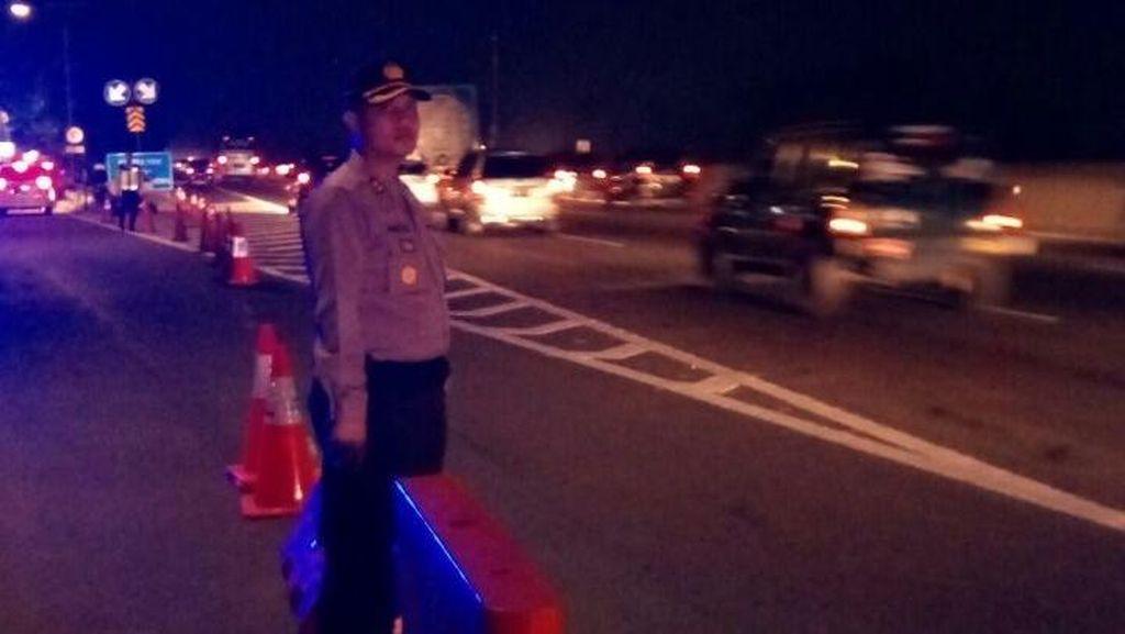 Kendaraan Besar yang Melintas Ikut Sebabkan Macet di Tol Jakarta-Cikampek