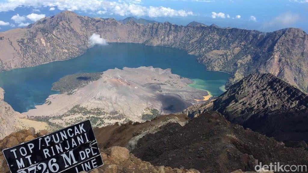 10 Petugas Cari 389 Wisatawan yang Masih Berada di Area Berbahaya Gunung Rinjani