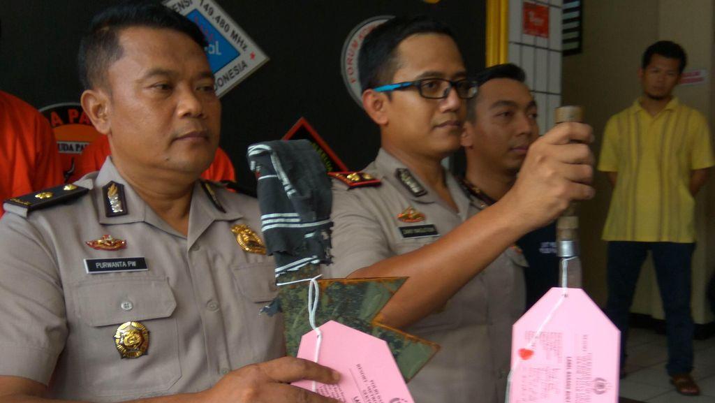 Polisi Tangkap Geng Motor Penyerang Warnet, Golok Sisir Jadi Barang Bukti