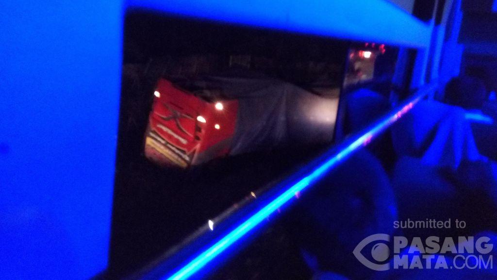 Ada Bus Terbalik di Tol Cikampek, Cibitung Arah Jakarta Macet Hingga 7 Km